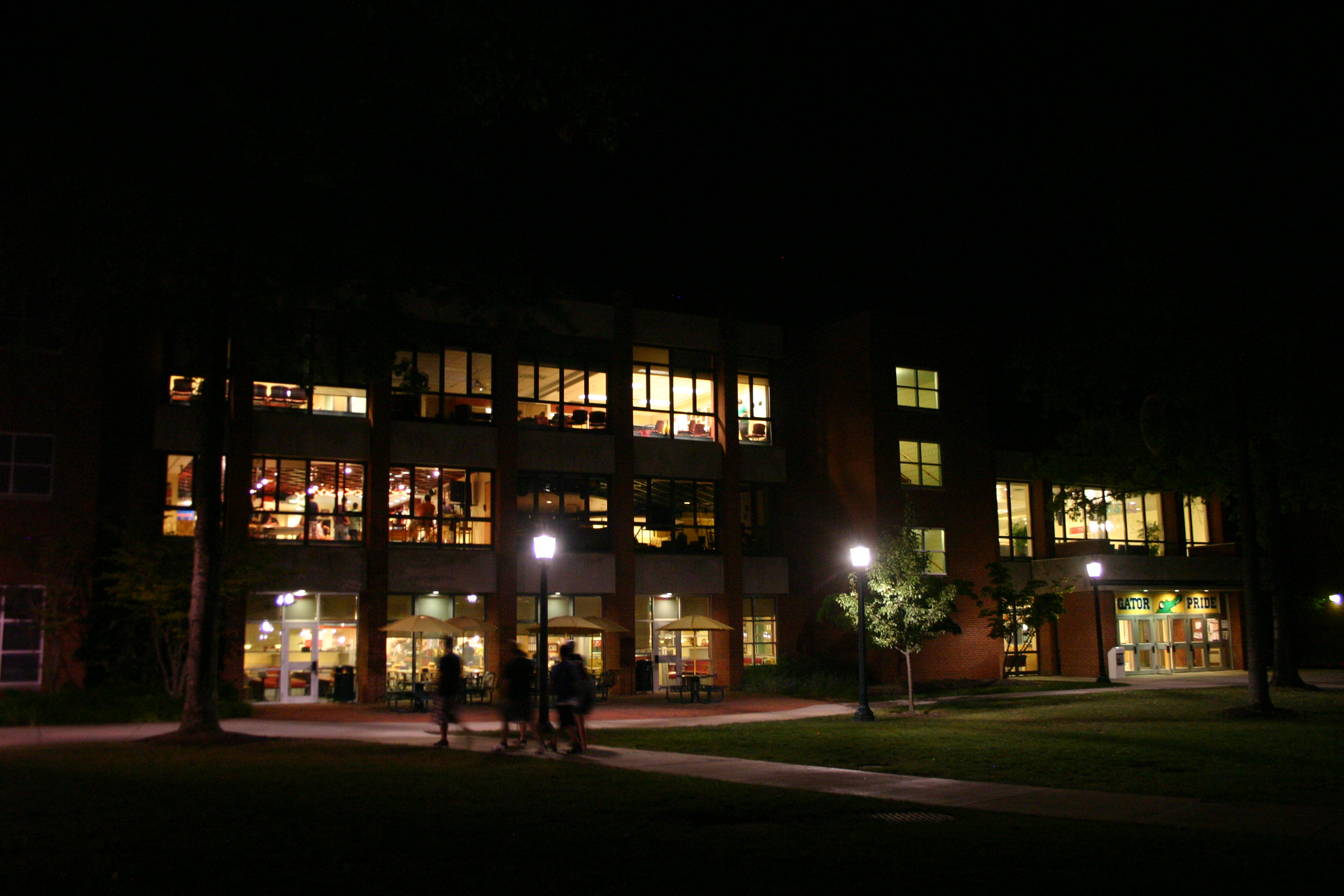 5 Nighttime Activities for On-Campus Dwellers