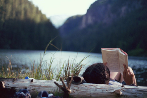 The Essential Spring Break Reading List for Every Type of Vacation