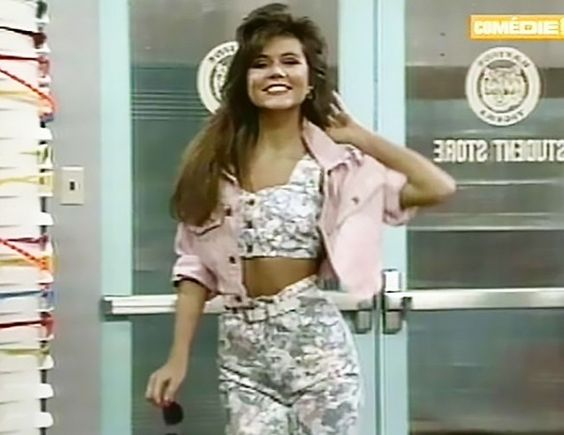 Why We Owe Kelly Kapowski For Inventing The 90s Style We Wear Today