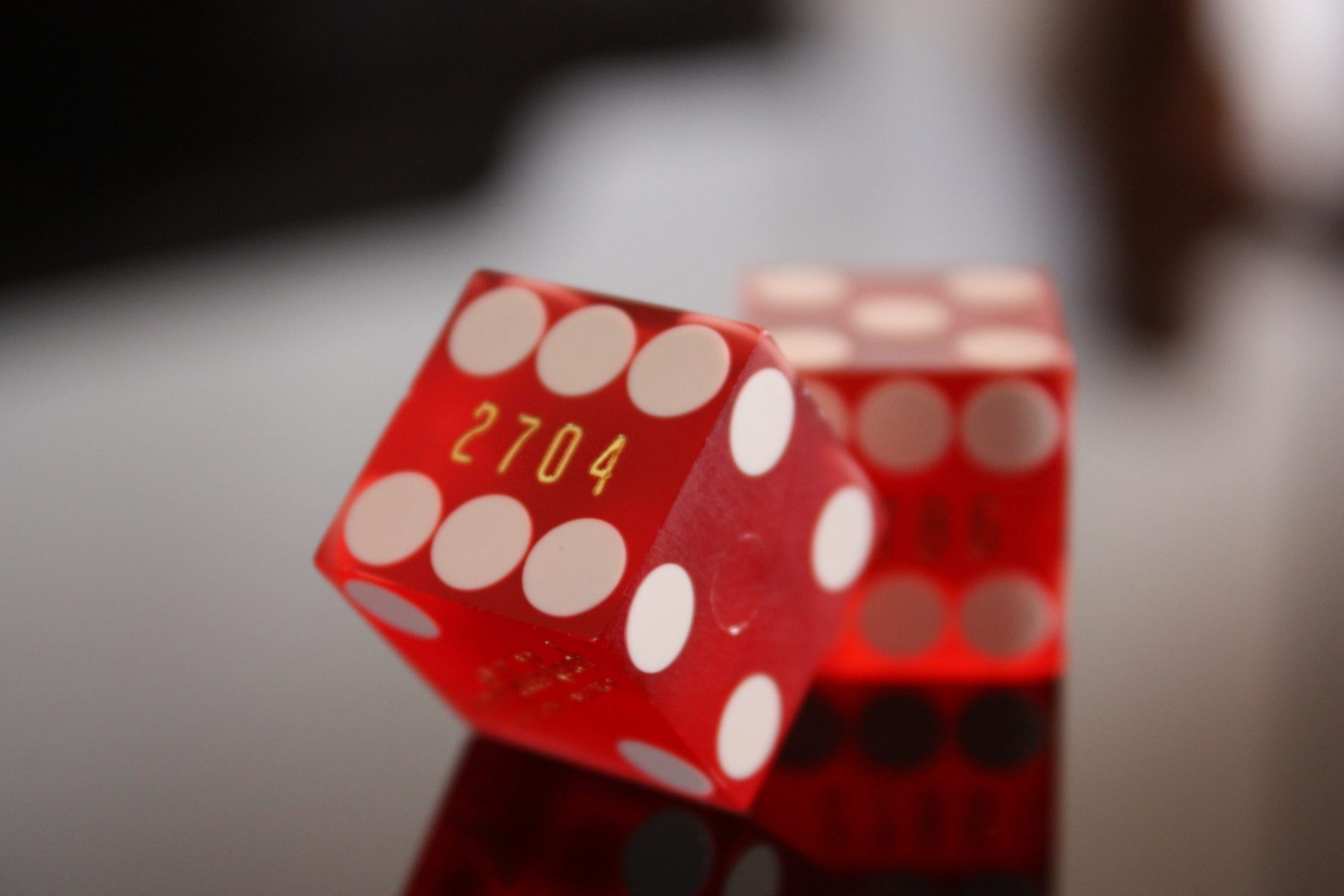 picture of dice in article about online casinos
