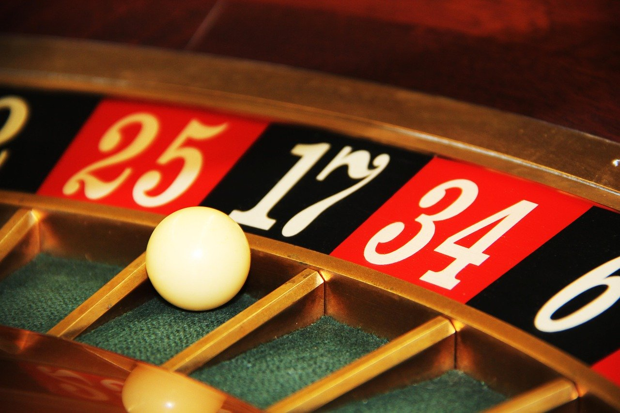roulette wheel in article about using mathematics to determine gambling odds