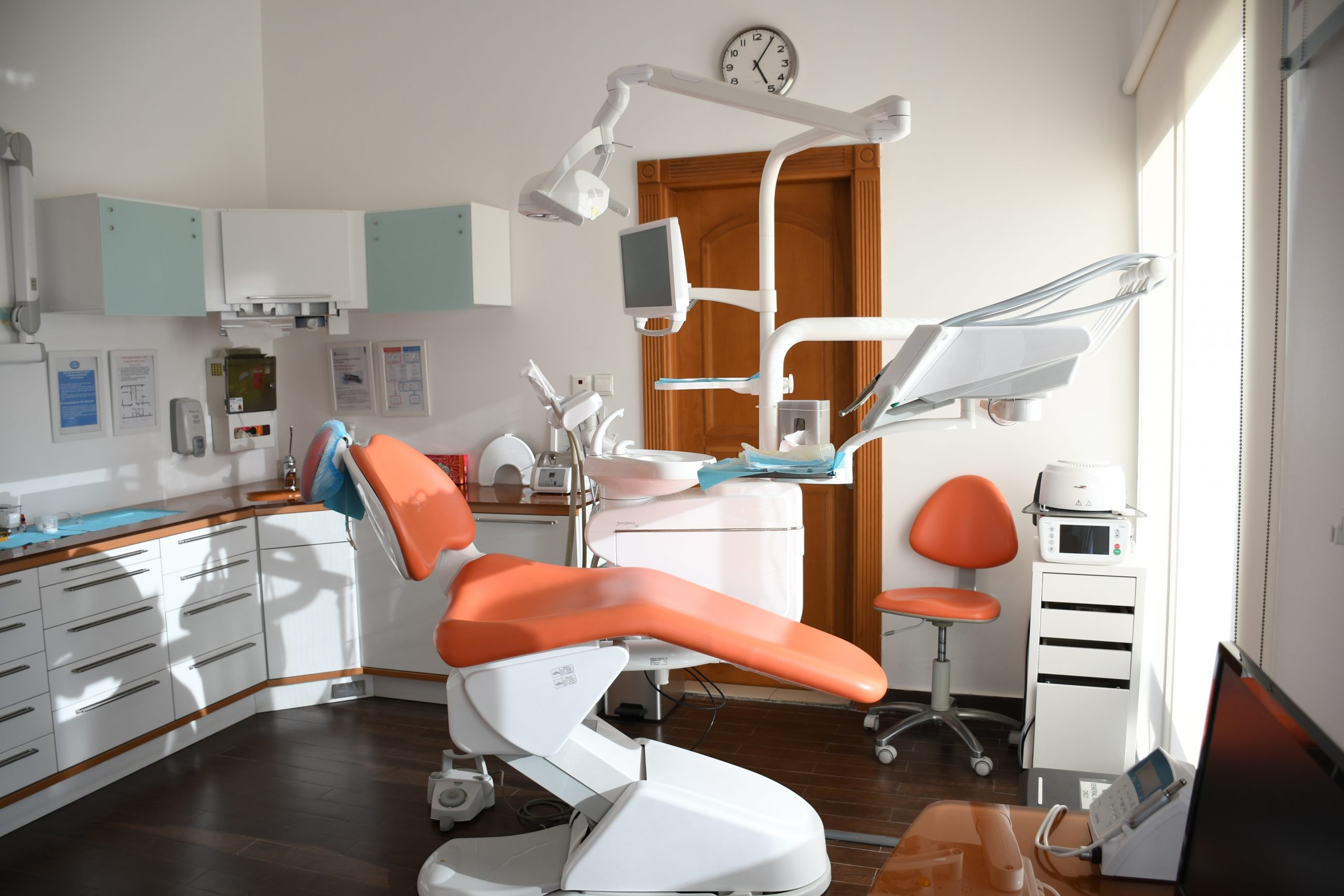 dental chair in an article about oral health